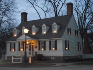 One of the Colonial Williamsburg houses made festive in an 18th century way